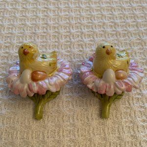 Pair of Chicks w/Eggs Hanging Easter Ornaments
